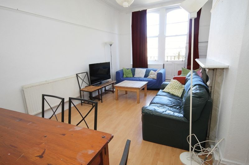 5 bed flat to rent in Clifton Park Road  - Property Image 7