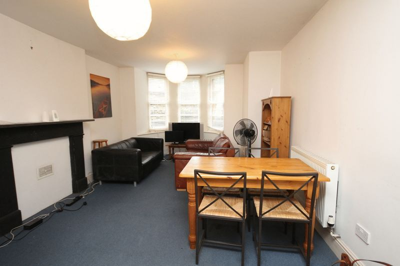2 bed flat to rent in Clifton Park Road, BS8