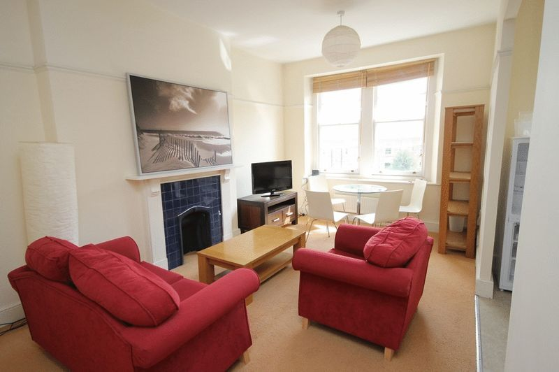2 bed flat to rent in Clifton Park Road - Property Image 1
