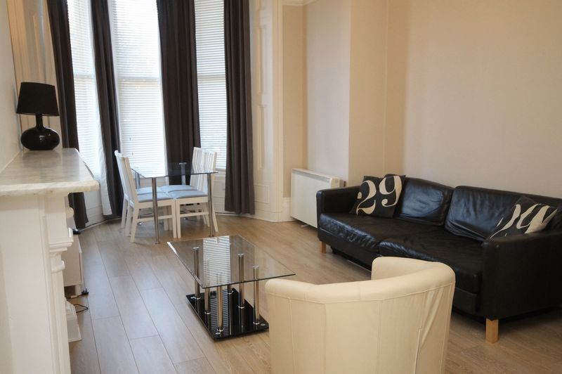 1 bed flat to rent in Clifton Park Road, BS8
