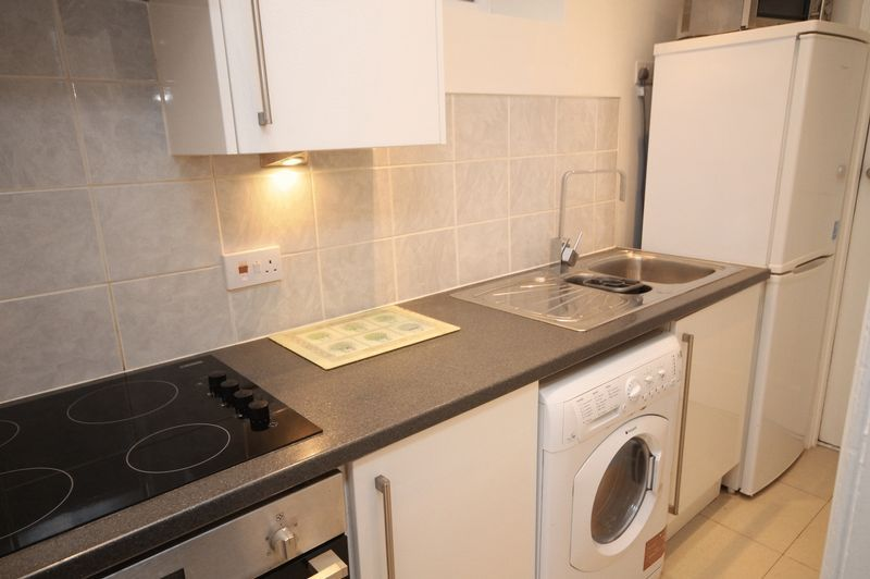 1 bed flat to rent in Clifton Park Road 5