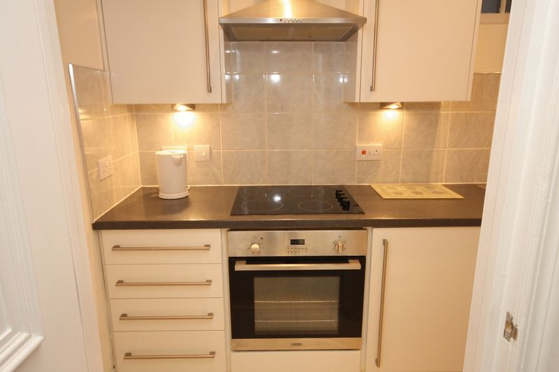 1 bed flat to rent in Clifton Park Road 6