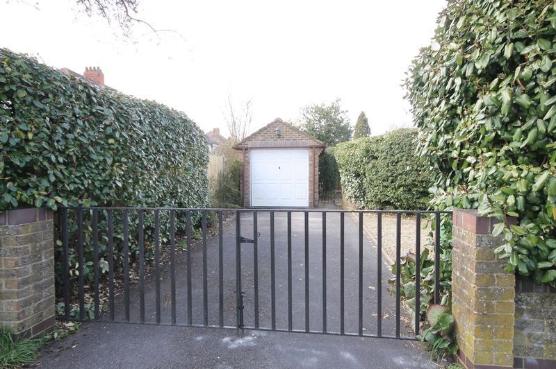 4 bed house to rent in Reedley Road  - Property Image 14