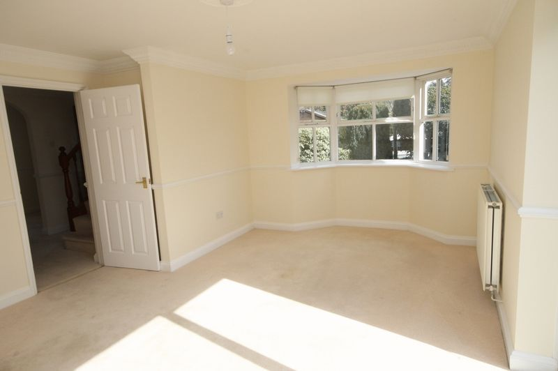 4 bed house to rent in Reedley Road 3