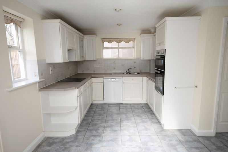 4 bed house to rent in Reedley Road 4