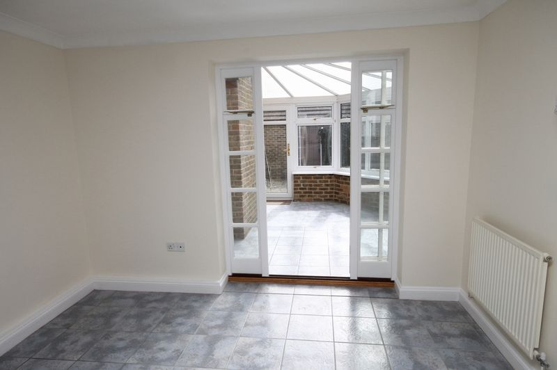 4 bed house to rent in Reedley Road  - Property Image 5