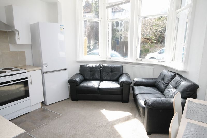 2 bed flat to rent in Chandos Road, BS6