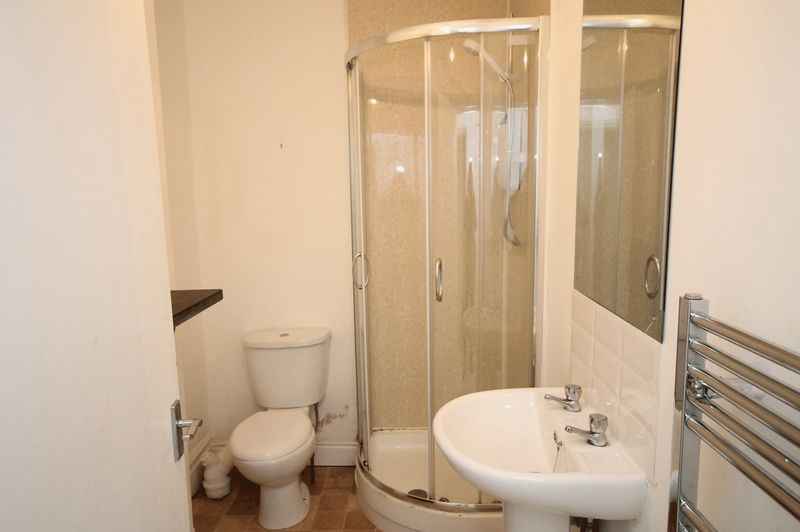 2 bed flat to rent in Chandos Road 7