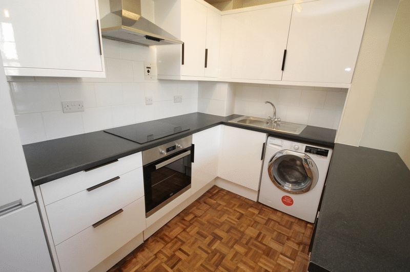 2 bed house to rent in Worrall Road 2