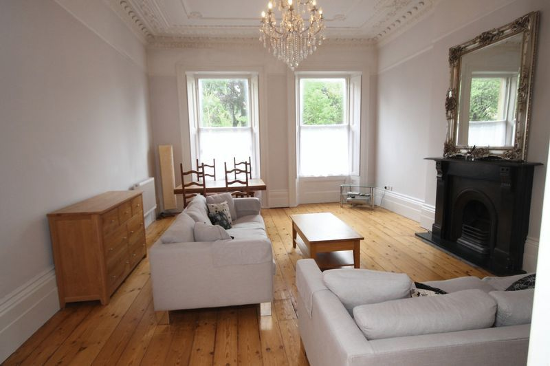 2 bed flat to rent in Victoria Square 2