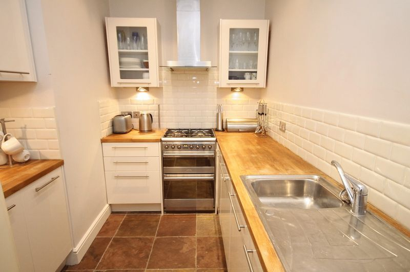 2 bed flat to rent in Victoria Square 3