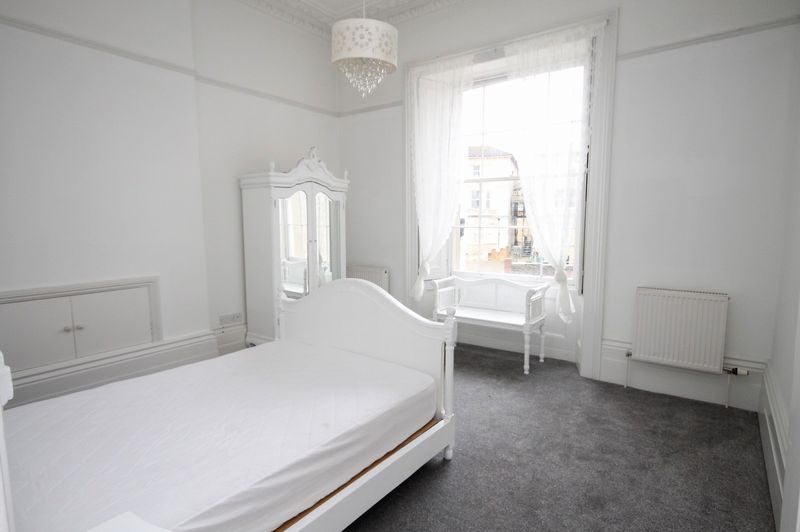 2 bed flat to rent in Victoria Square  - Property Image 4