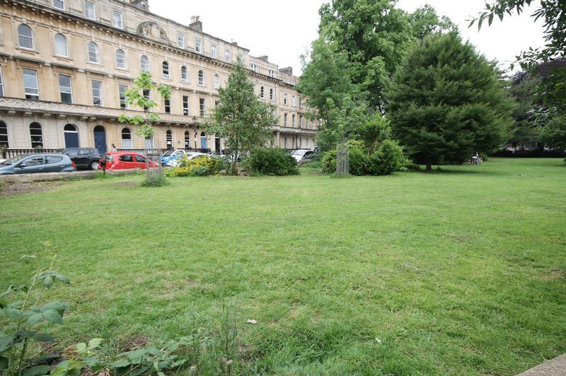 2 bed flat to rent in Victoria Square 10