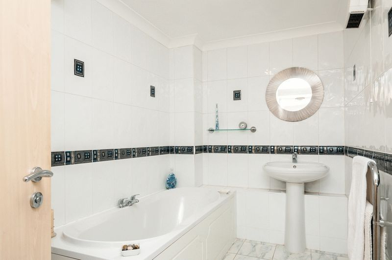 3 bed flat for sale in Portland Court, Cumberland Close, 11
