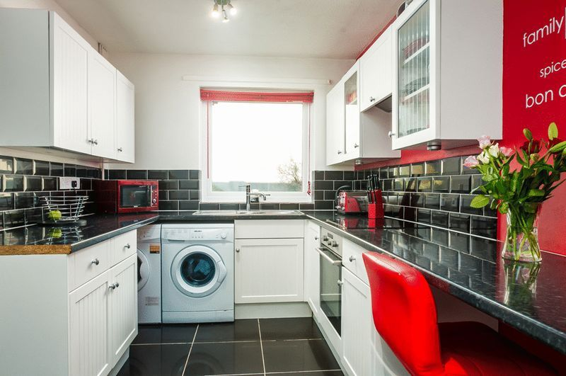 3 bed house for sale in Meg Thatchers Green 2