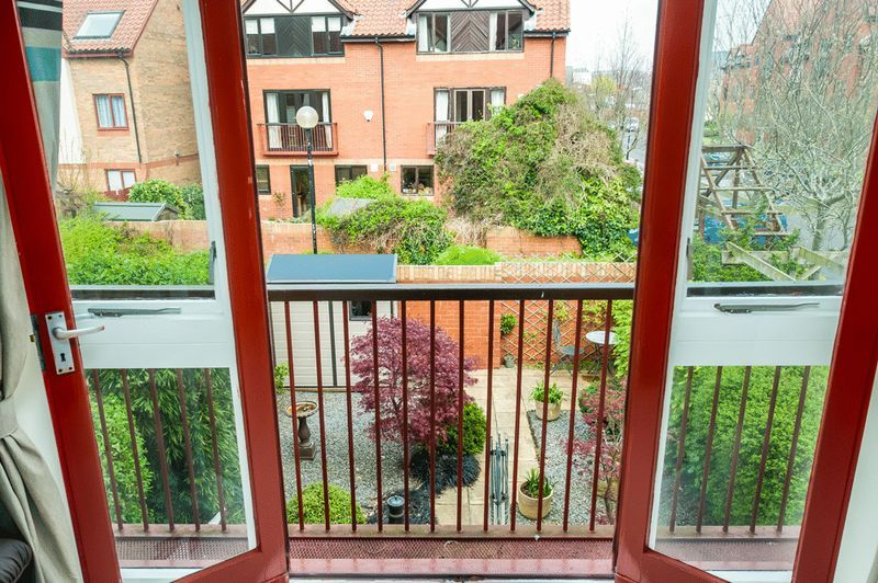 2 bed house for sale in Canada Way 5