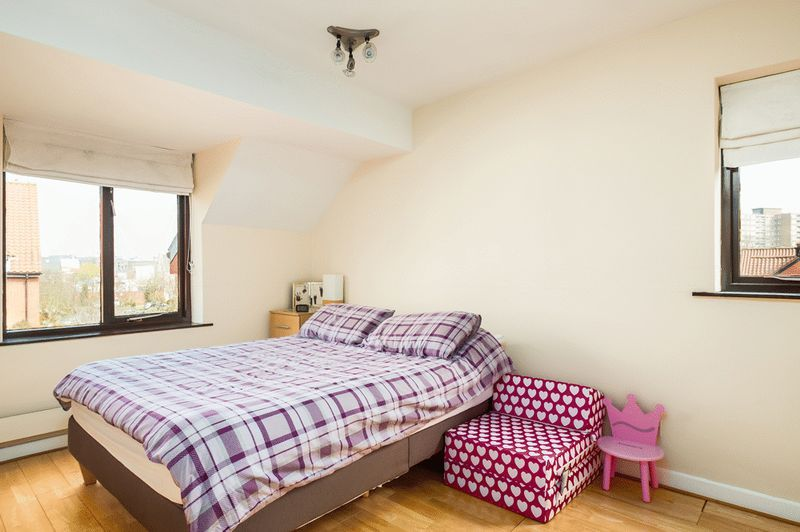 2 bed house for sale in Canada Way 6