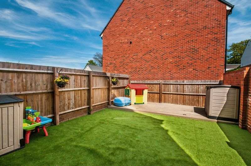 4 bed house for sale in Thornfield Road 12