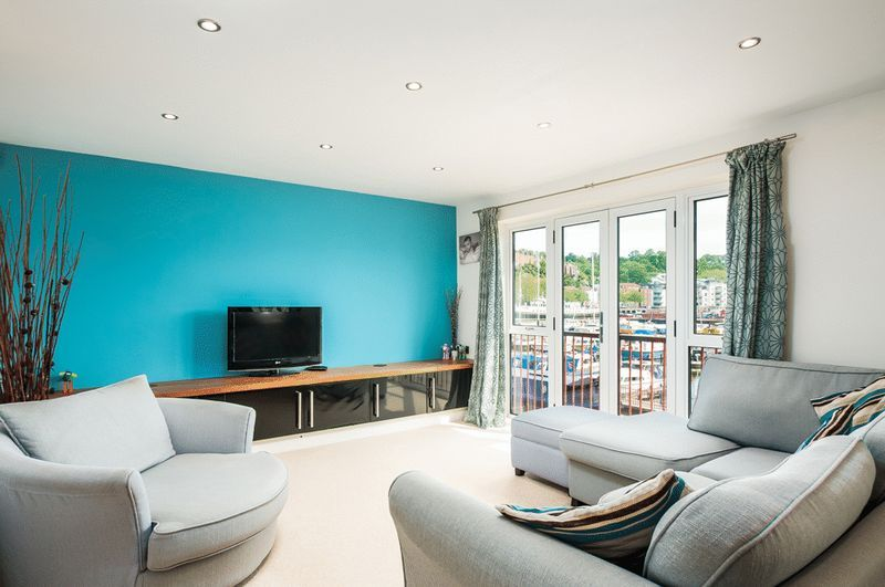 3 bed flat for sale in Cumberland Close, BS1