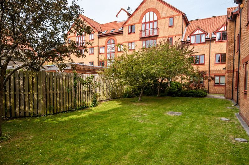 3 bed flat for sale in Cumberland Close 14