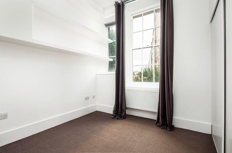 2 bed flat to rent in Richmond Terrace 6
