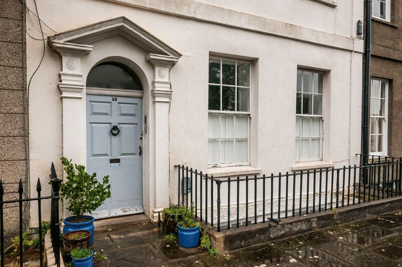 2 bed flat to rent in Richmond Terrace 10
