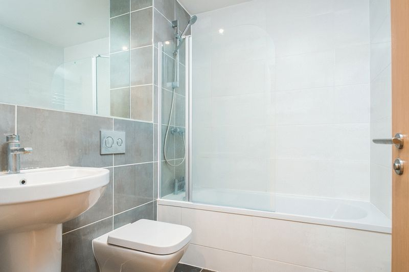 1 bed flat to rent in Redcliff Street 4