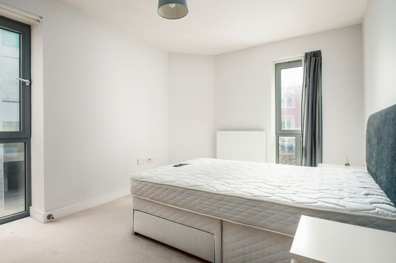1 bed flat to rent in Redcliff Street 6