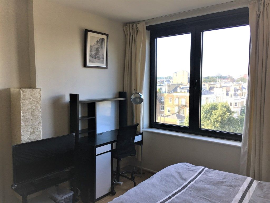 Flat to rent in Cromwell Road, London 3