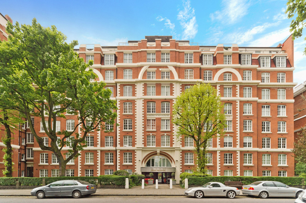 2 bed flat to rent in Grove End House, NW8