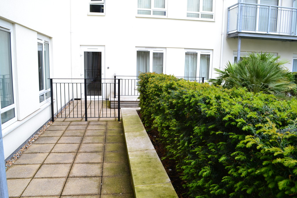 2 bed flat to rent in Amelia House 7