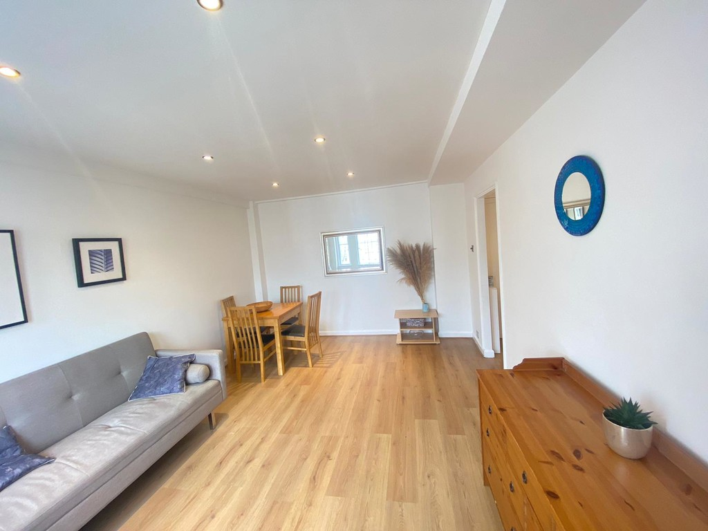 1 bed flat to rent in Langford Court 2
