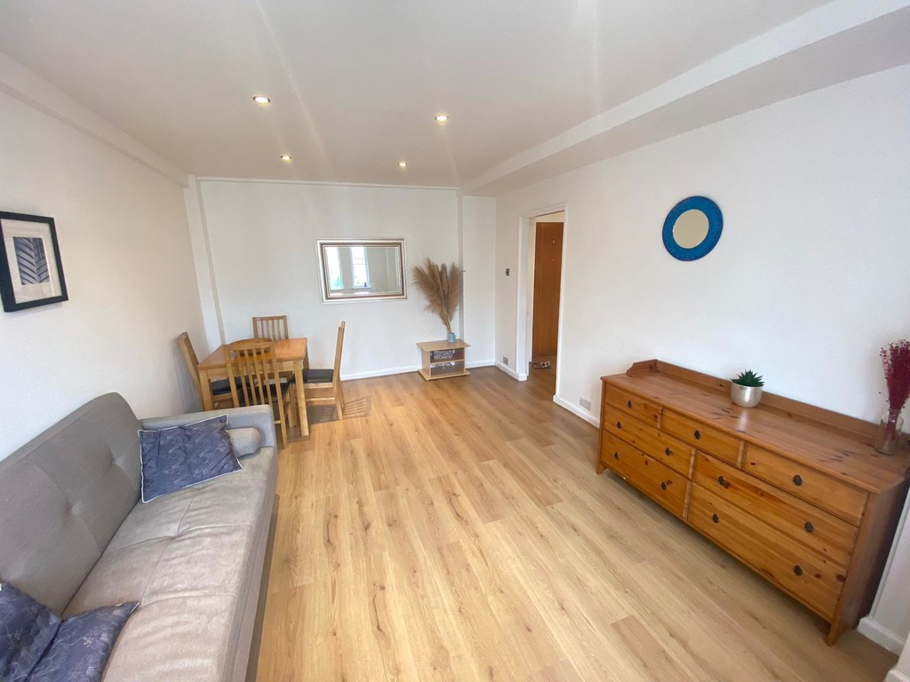 1 bed flat to rent in Langford Court 3