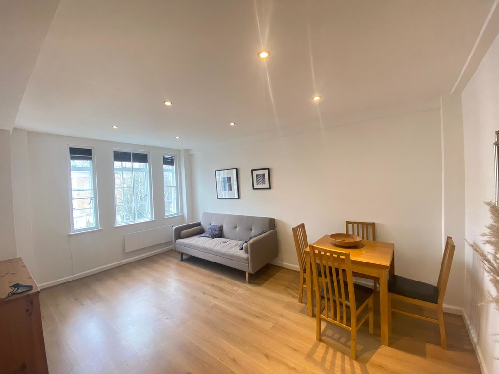 1 bed flat to rent in Langford Court 4