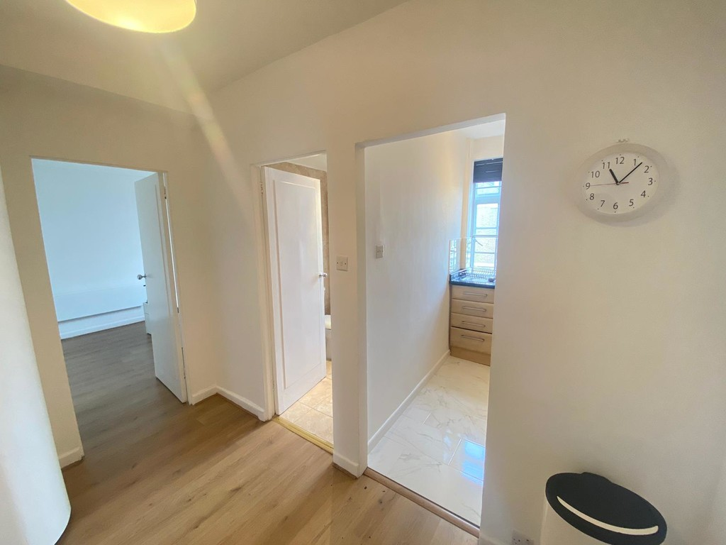 1 bed flat to rent in Langford Court 5