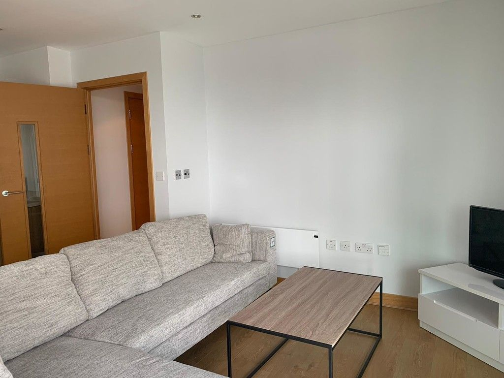 1 bed flat to rent in Queenstown Road, London  - Property Image 2