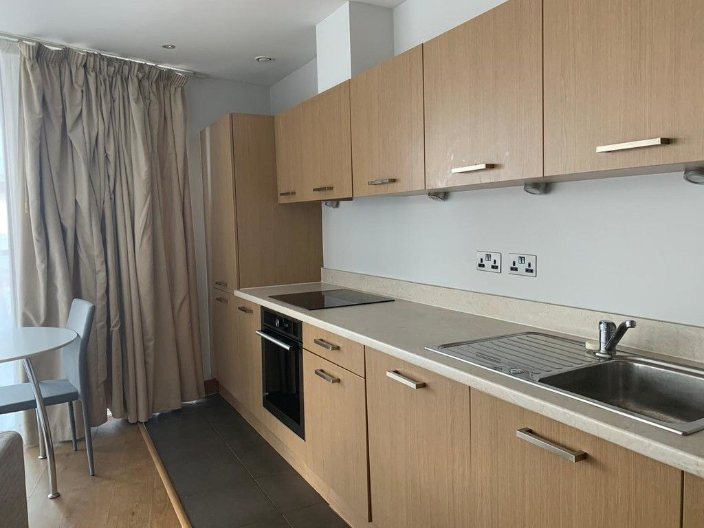 1 bed flat to rent in Queenstown Road, London  - Property Image 5