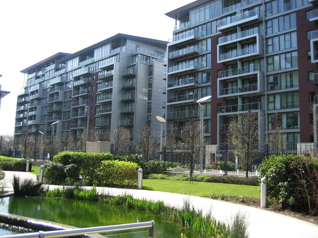 1 bed flat to rent in Queenstown Road, London 8