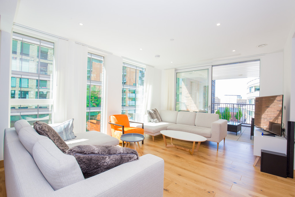 3 bed flat to rent in Paddington Exchange , W2