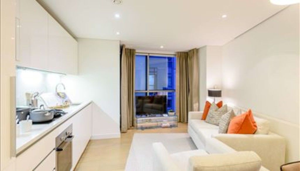 2 bed flat to rent in Merchant Square East, London, W2
