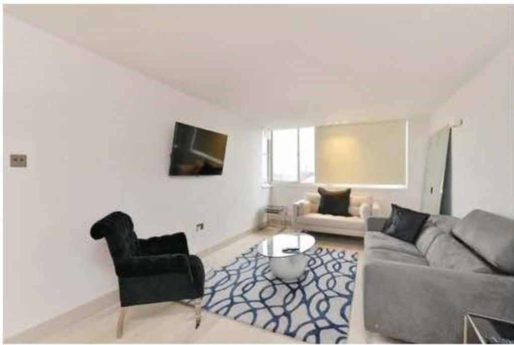 2 bed flat to rent in Cambridge Square, London, W2