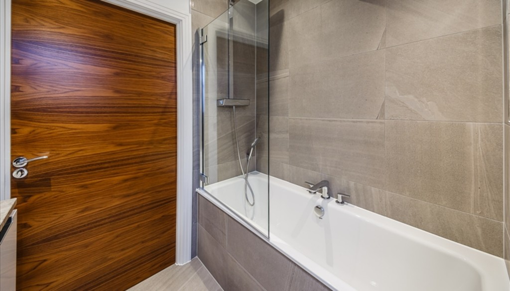 2 bed flat to rent in Palace Wharf Apartments, London 7