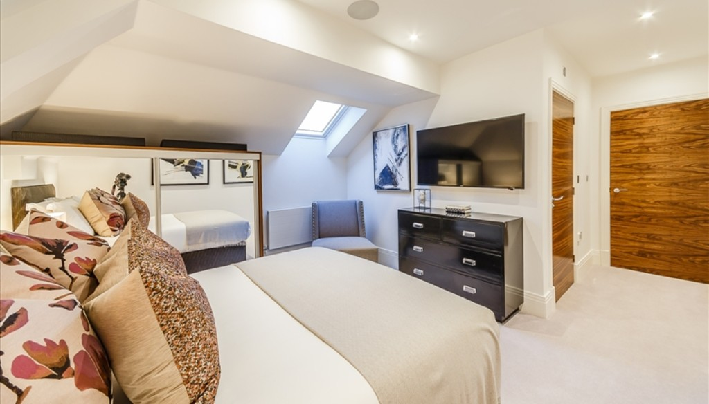 2 bed flat to rent in Palace Wharf Apartments, London  - Property Image 8