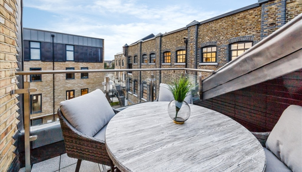 2 bed flat to rent in Palace Wharf Apartments, London 9