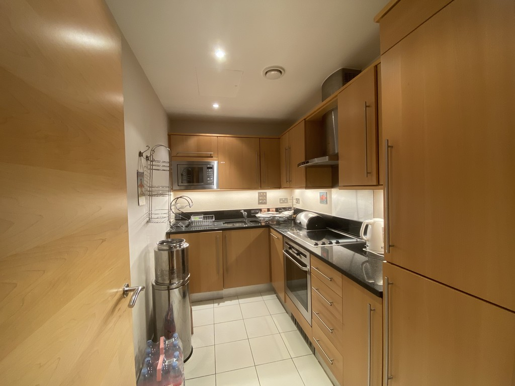 2 bed flat for sale in Clarendon Court 4