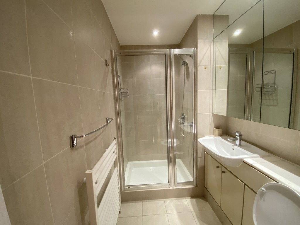 2 bed flat for sale in Clarendon Court 5