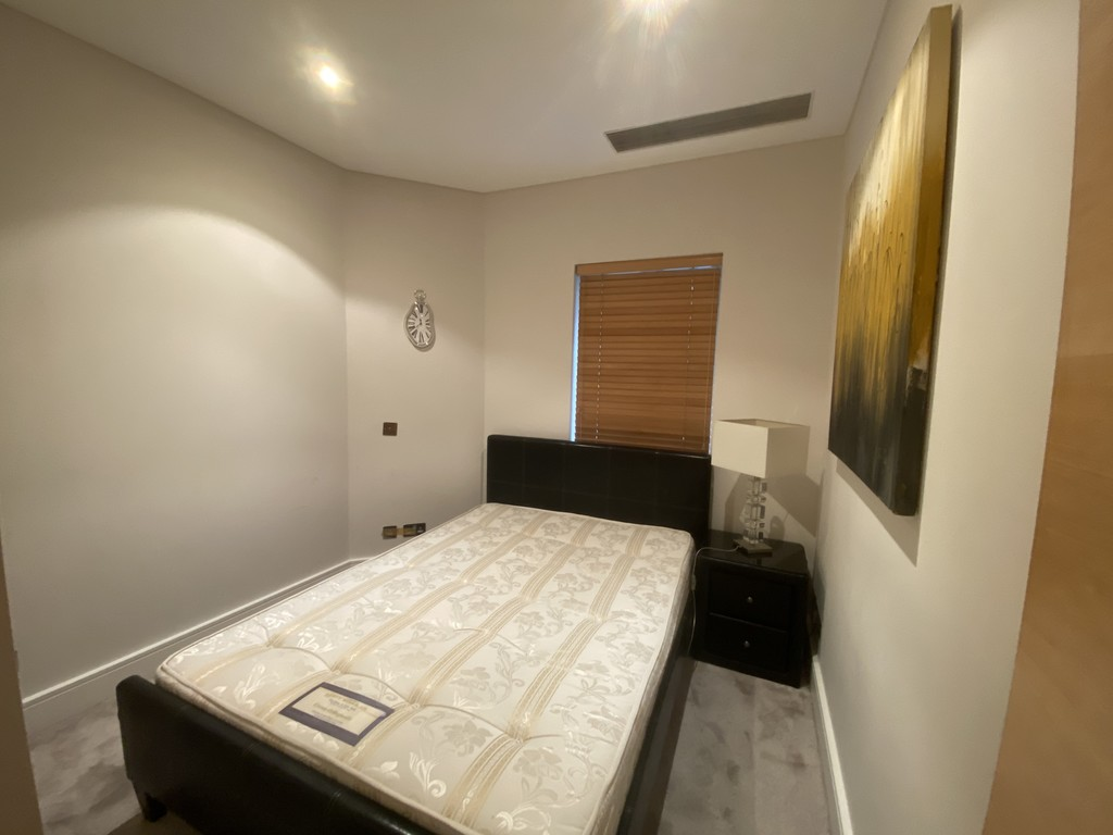 2 bed flat for sale in Clarendon Court 6