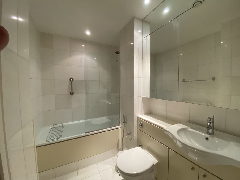 2 bed flat for sale in Clarendon Court 8