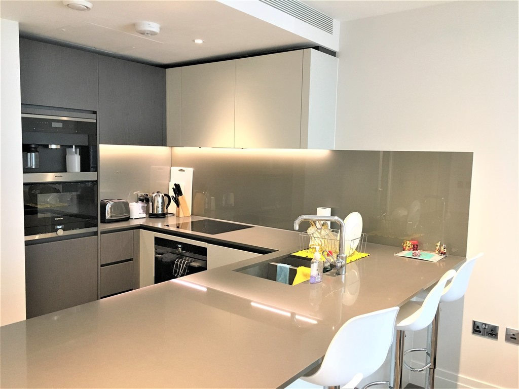 2 bed flat to rent in Riverlight Quay, London 3