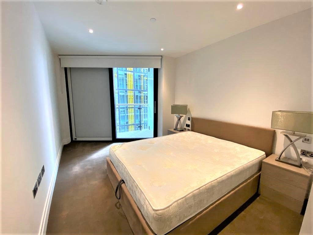2 bed flat to rent in Riverlight Quay, London 4